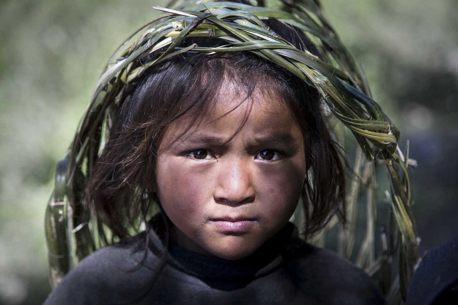 tirage photo regard perçant chez les tsumbas du nepal