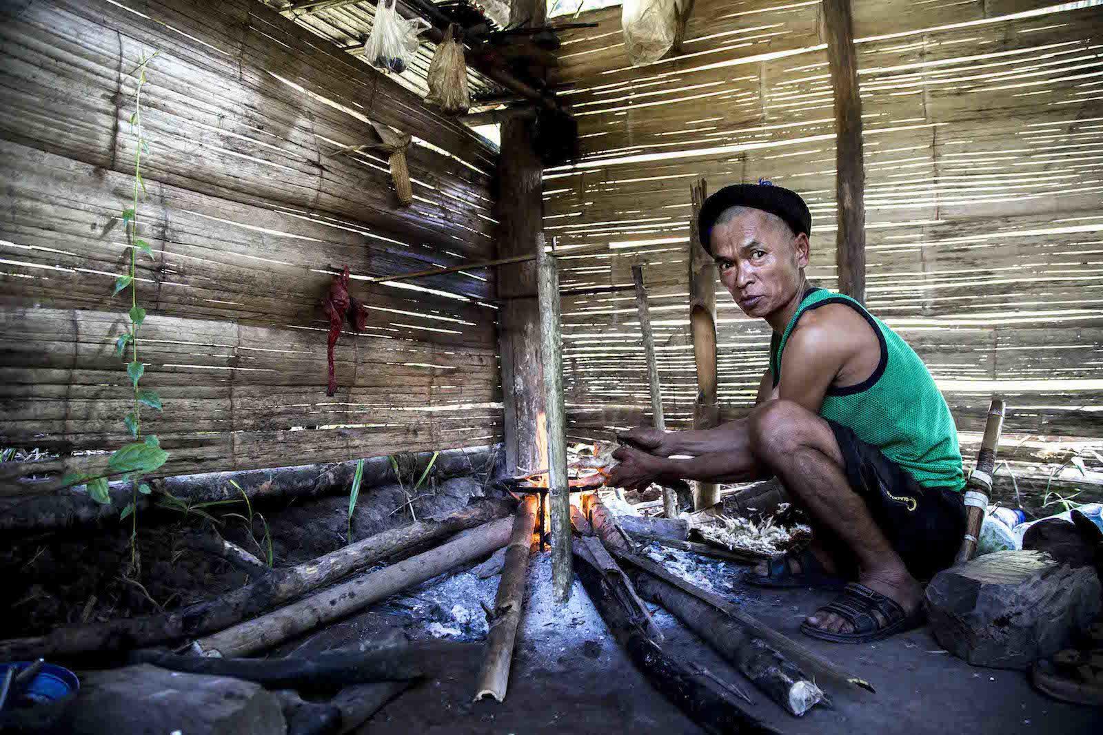tirage photo rituel animiste chez les akhas du laos