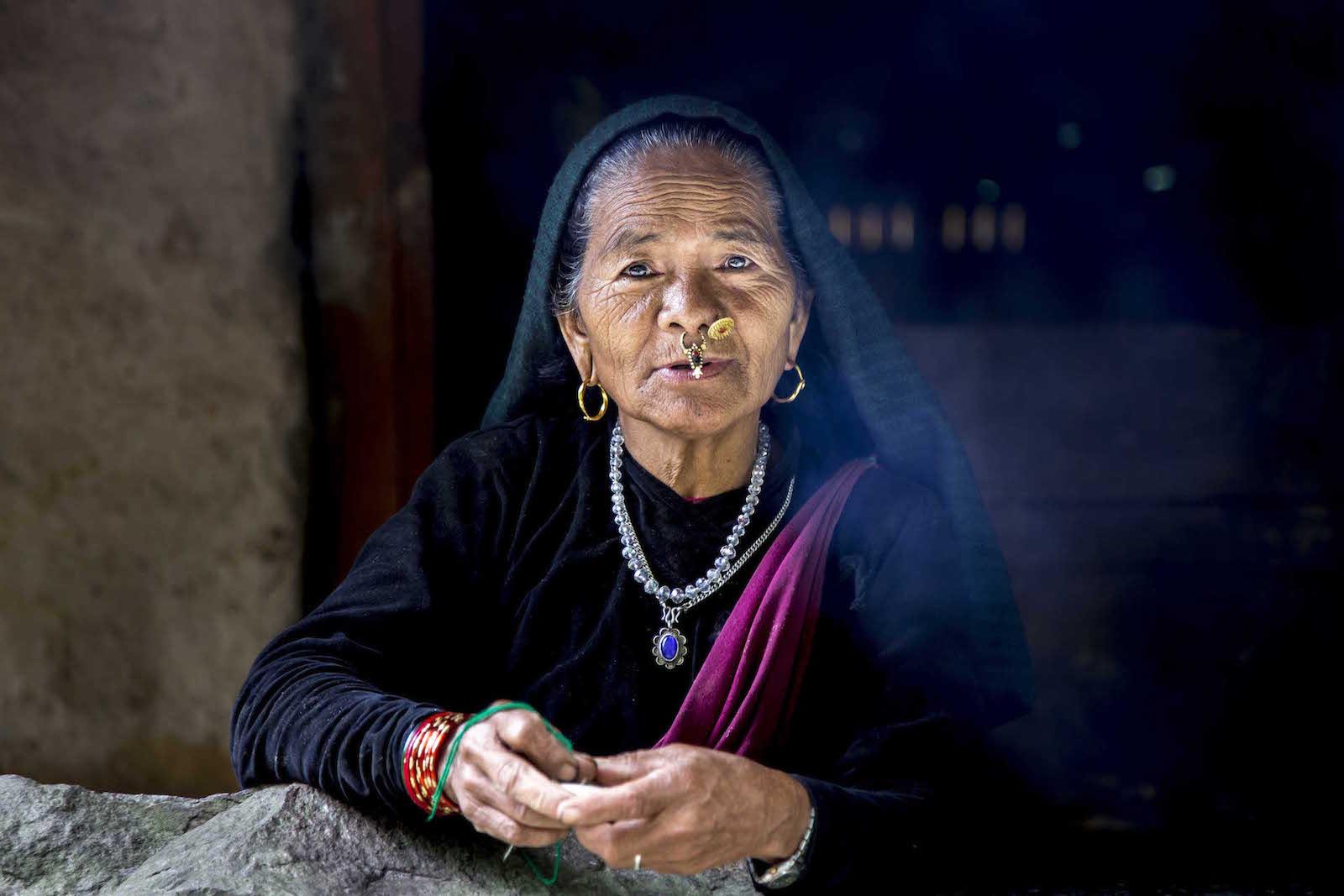 tirage photo bienveillance himalaya chez les tsumbas du nepal
