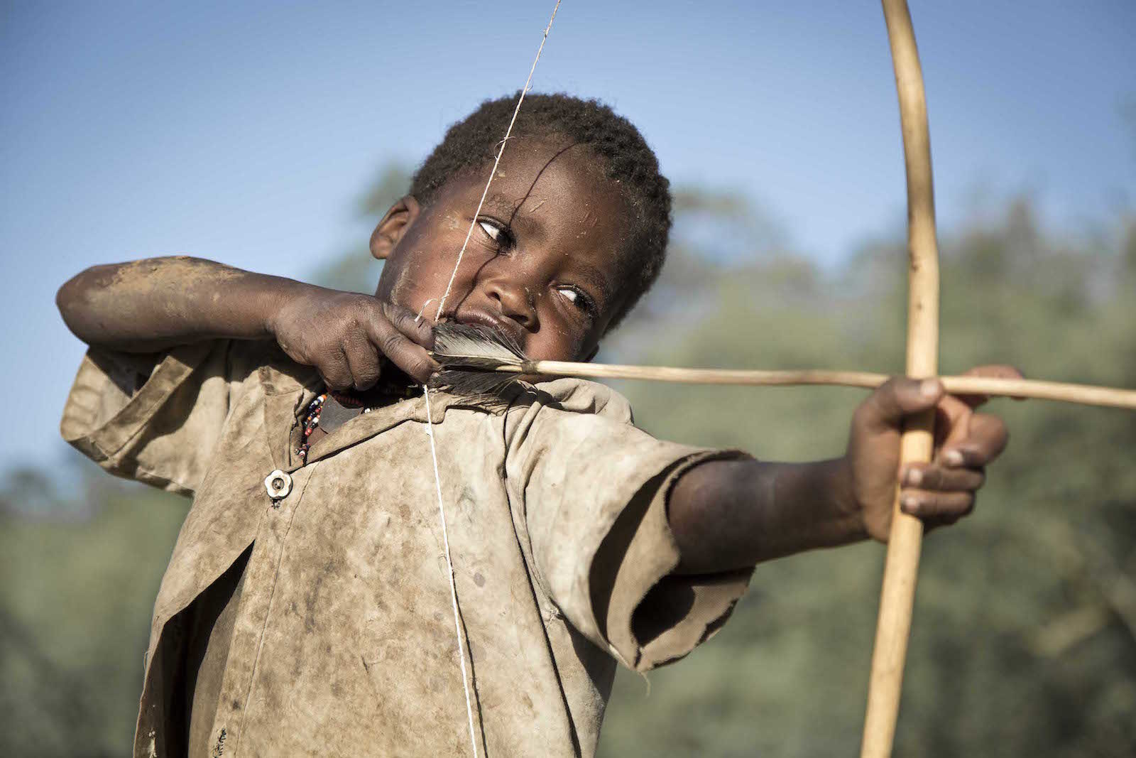 tirage photo chasseur oiseaux chez les hadzabe de tanzanie