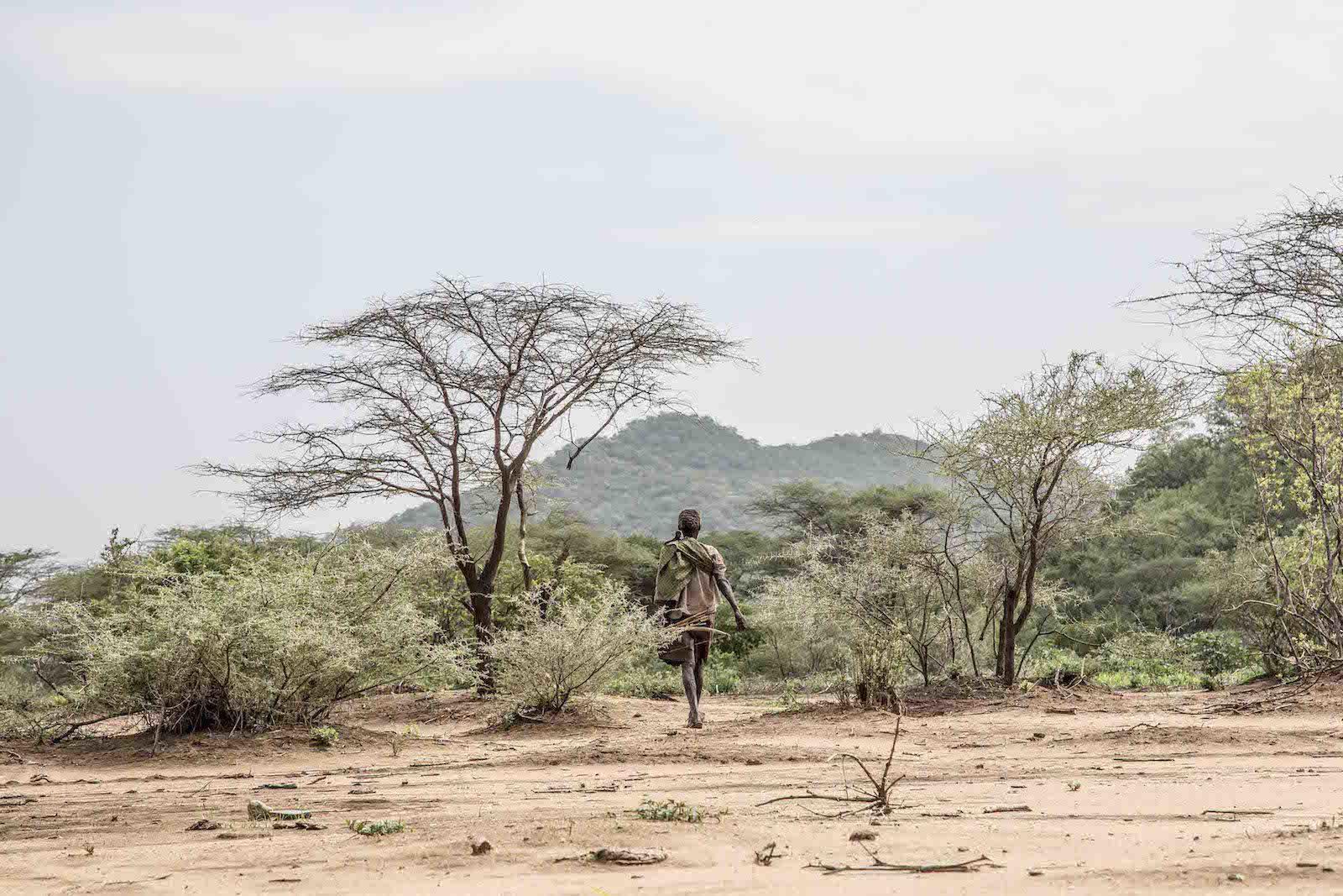 tirage photo nomade chez les hadzabe de tanzanie