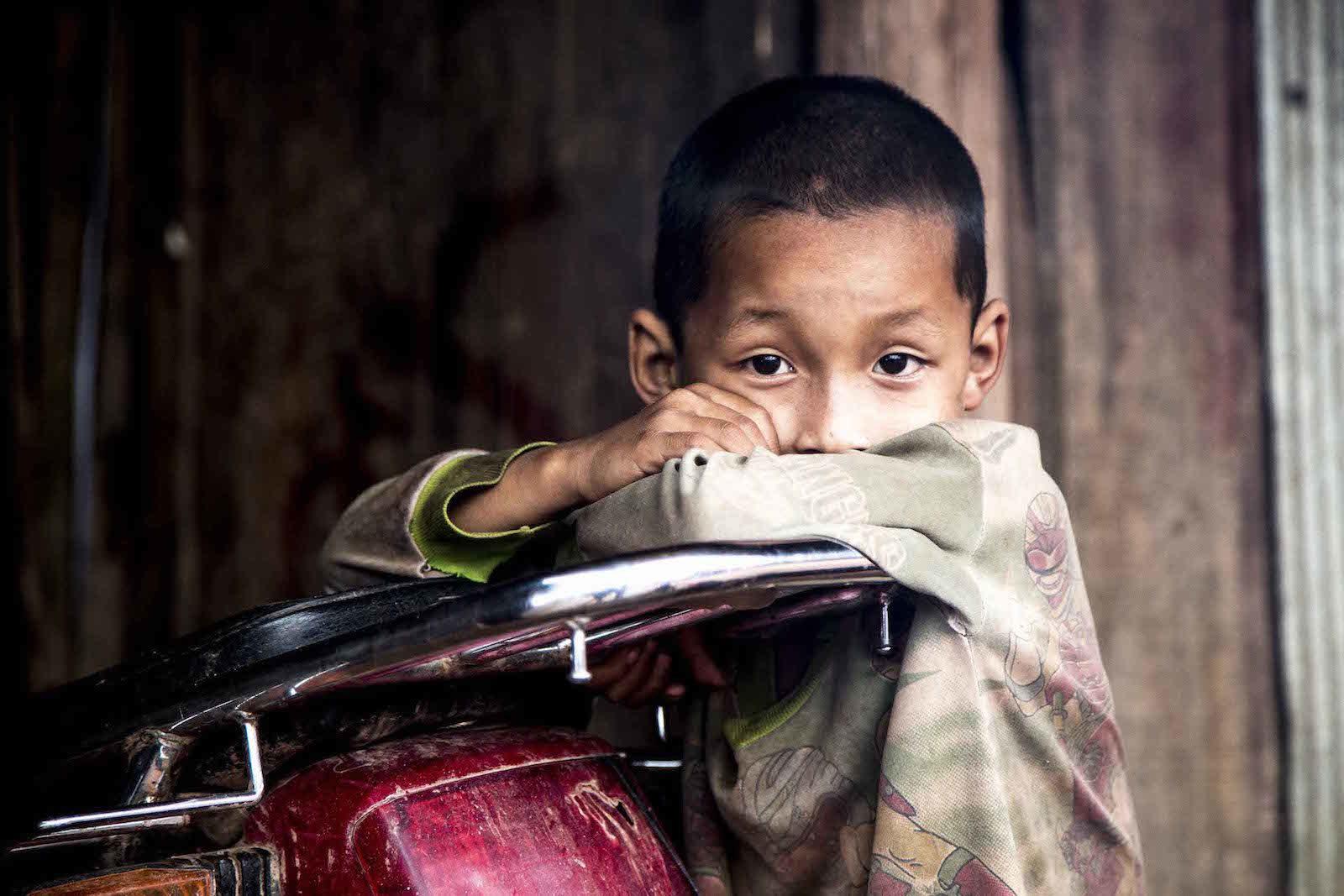 tirage photo regard perdu chez les akhas du laos